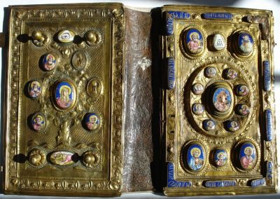Ewangeliarz z XVIII w. 7.000 zł